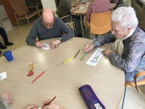 L'elaboració de punts de llibre va ser una de les activitats de Sant Jordi al Centre de dia Verdum